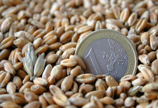 Bönder som drabbades av skördeskador i höstas får kompensation från EU.