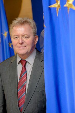 Janusz Wojciechowski kandiderar till posten som ny jordbrukskommissionär.