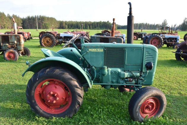 Bolinder-Munktell 10 med tändkula, runt 1945-46.