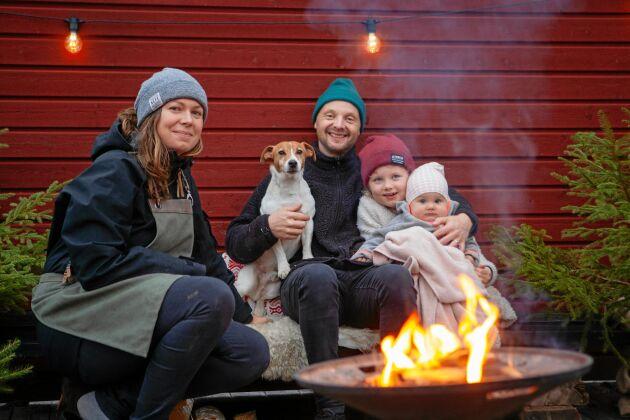 Elisabeth och Kim gillar att äta och tillaga maten utomhus tillsammans med döttrarna Greta och Märta.