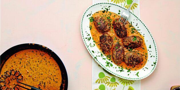 Saftiga lammfärsbiffar med fetaost och underbar sås