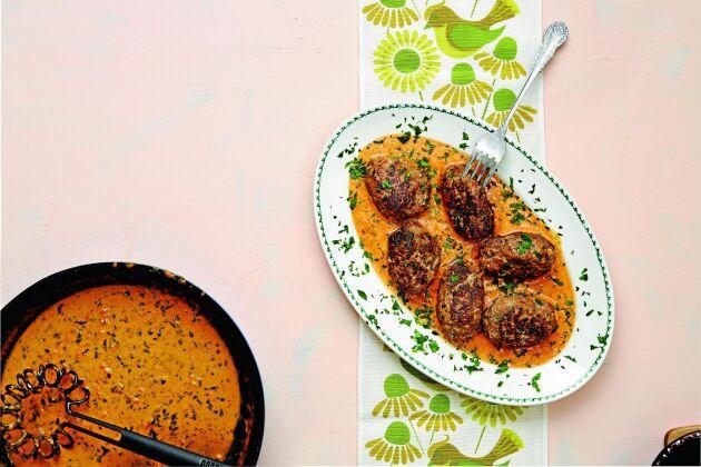 Godaste lammfärsbiffarna serverar du i en underbar sås tillsammans med vitkål eller broccoli.