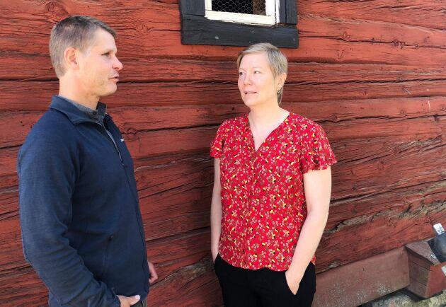 Mårten Gustavsson och Elin Beckman hoppas att angreppen av granbarkborrar kommer att minska om två till fyra år.