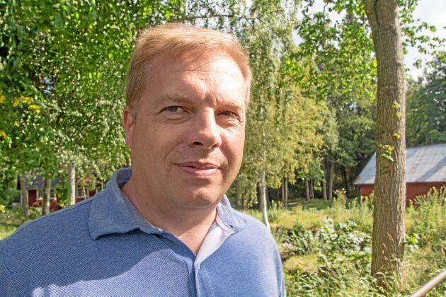 Magnus Edvinsson, ordförande i Alsteråns kraftverksförening, menar att länsstyrelsens handläggning av vattenverksamheten styrs av tjänstemännens subjektiva agenda.