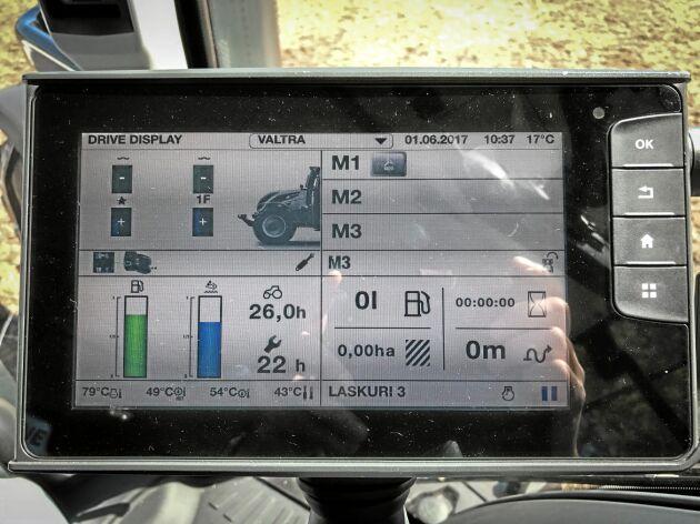 Touchdisplay kan vid behov delas in i fyra mindre bilder där föraren kan välja att placera den information som passar.