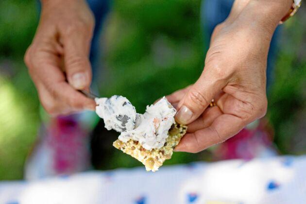Ostbrickan bjuder på smakprov från Skrea Ost, ett litet gårdsmejeri ute vid kusten som gör både hårda och mjuka ostar.