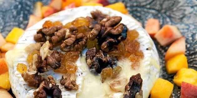 Grillad brieost med fruktsalsa – så gör du den galet goda desserten