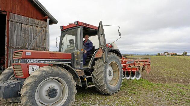 – En mer erfaren bonde kör möjligen mer precist än jag. Men för mig gör autostyrning stor skillnad, säger Tomas Karlsson.