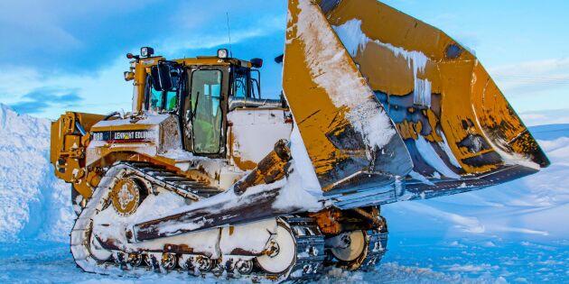 Här kämpar Sveriges grymmaste snöröjare