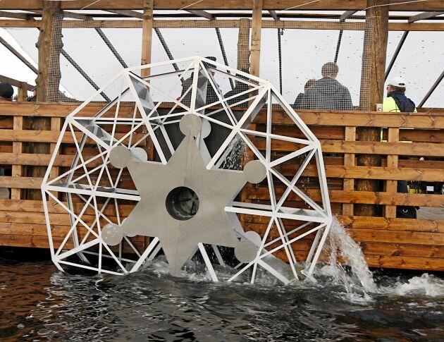 Skovelhjulen tog flera månader att bygga. Lägg märke till sheriffstjärnan i mitten av hjulet.