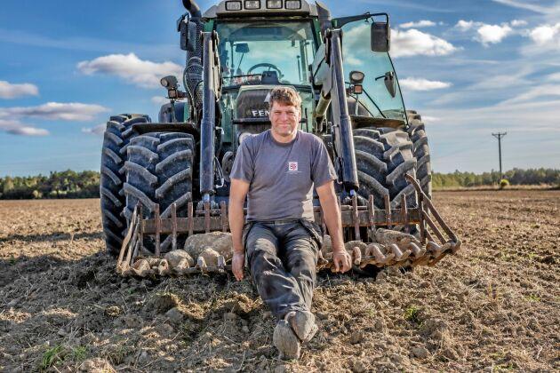 Magnus Ahlsten är en av Gotlands största äggproducenter. Han bedriver även växtodling och föder upp kycklingar.