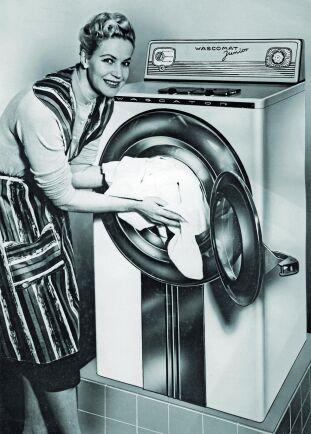 Äntligen var det slut på handtvätt med röda, nariga händer. Den första helautomatiska tvättmaskinen tillverkades av Wasctor på 50-talet.