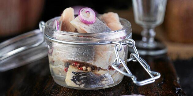 Löksill med rödlök och kryddpeppar