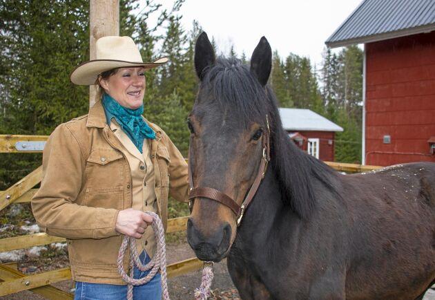 Quarterhästen Mr Utah är gårdens nyaste tillskott. Han importerades nyligen från Nederländerna och ska komplettera Moniques två tidigare quarterston.