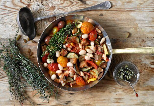 Mättande bön- och grönsaksgryta med spännande smakbrytning mellan syrligt och sött.