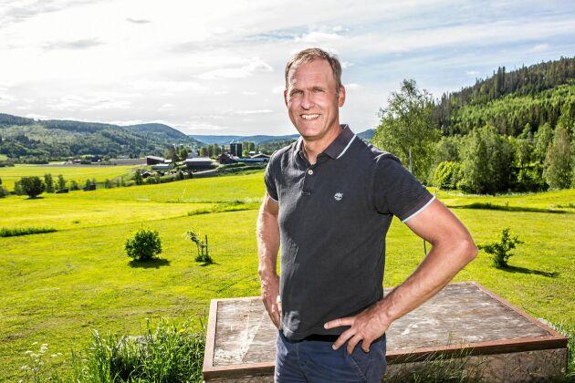 Mats Englund njuter av den vackra miljön runt Ljustorp som även lockar många av företagets kunder.