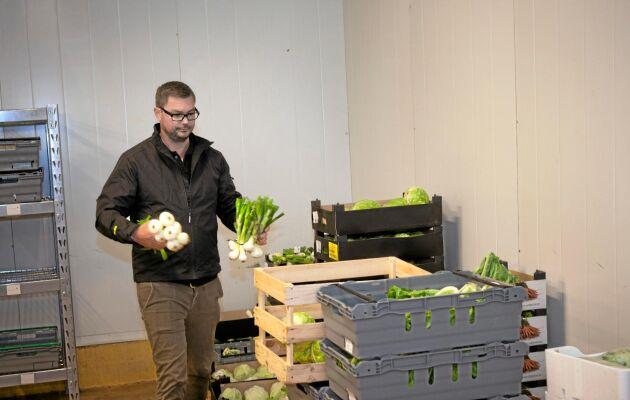 """""""För att förlänga säsongen jobbar vi ofta med flera producenter som odlar samma grönsak"""", säger Andreas Lindberg."""