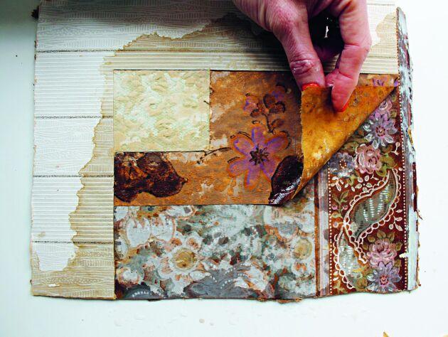 Gör gärna några små titthål här och var innan du börjar riva inför renoveringen. Har du tur hittar du tidningspapper mellan tapetlagren. Med datum och år kan du lättare datera tapetmönstren.
