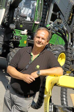 Det kostar på att ligga på topp. John Deere satsar på servicen. Dieter Reinisch, informationsansvarig på John Deere AB.
