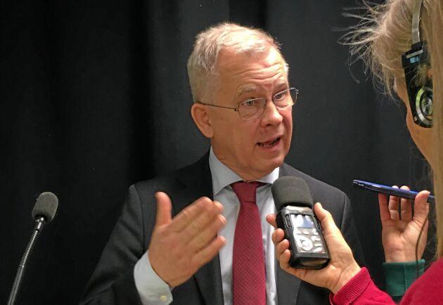 Sveriges klimatambassadör Lars Ronnås oroas av Brasiliens planer att avverka regnskog.