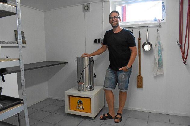 Det lilla bryggverket gör hela processen betydligt smidigare än att brygga öl med grytor på spisen.