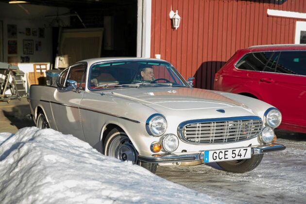 """Roger Moore blev förälskad i P1800 och ville ha med bilen i tv-serien """"Helgonet""""."""