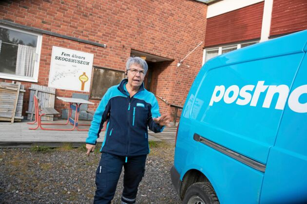 Maria Johansson Ebermark är lantbrevbäraren med landets längsta posttur. En vanlig arbetsdag kör hon 32 mil och förser människor i hela 22 tornedalska byar med brev, försändelser och tidningar.
