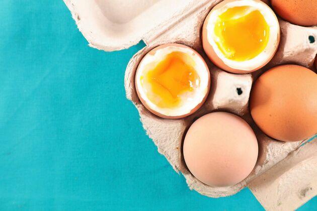 Ett löskokt ägg har en rinnig gula men en fast vita.