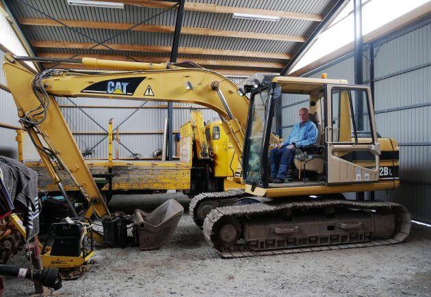 Egentligen är den lite för stor tycker Robert Aschberg om sin 15-tons grävare från Caterpillar.