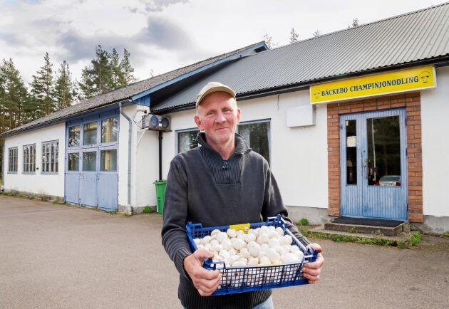 Den gamla mack-byggnaden visade sig vara perfekt för champinjonodlingen, som Anders Nilsson har med en kompanjon.