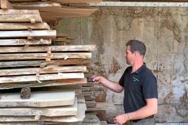 Erik Hjärtfors uppmanar alla skogsägare att prova på träförädling.