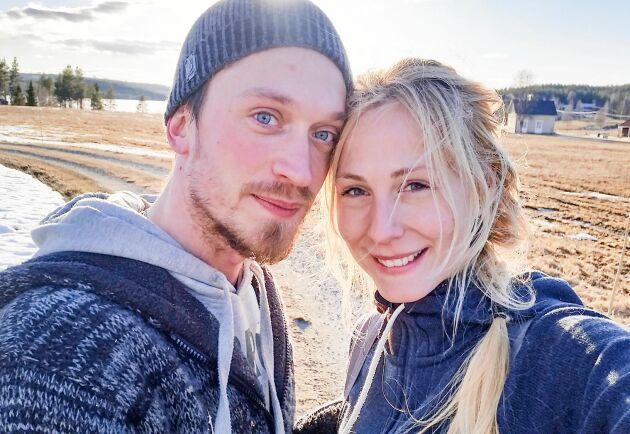 Jonna Jinton och sambon Johan fick ett efterlängtat besked –de kommer att kunna bo kvar i sitt älskade Grundtjärn.