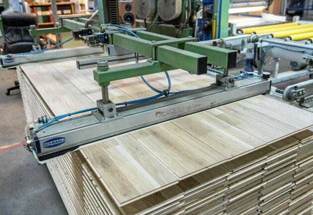 Köpet av golvfabriken Berg & Berg har gått i stå sedan köparen och kommunen blivit oense om priset på lokalerna.