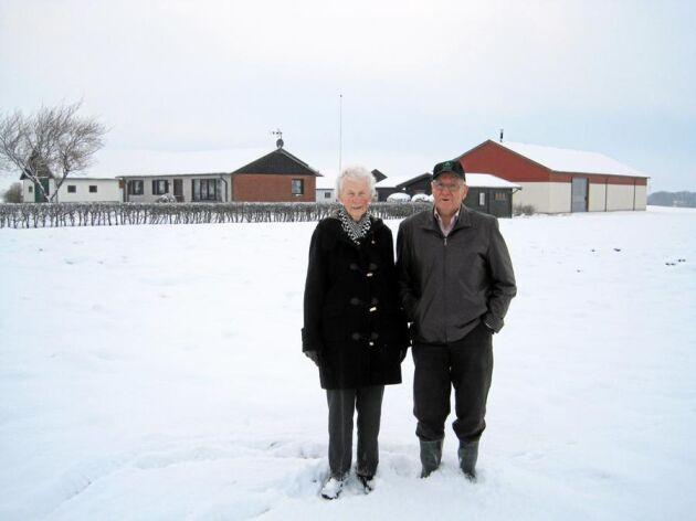 Nils-Bertil och Lisbeth Offesson från Odarslöv utanför Lund har efter 54 år slutat som lantbrukare.
