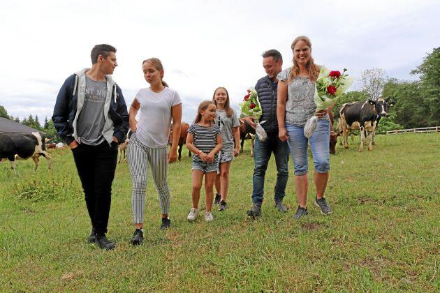 Emil, 17, Isabella, 16, Lovisa, 7, Nathalie, 12, tillsammans med Fredrik och Camilla Hilmersson.