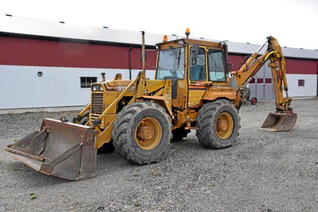 165 000 kr, Hydrema 806 CLS Traktorgrävare 4-cyl T73 — 1989, Rejäl midjestyrd traktorgrävare i bruksskick. En perfekt hjälpreda till stort och smått.