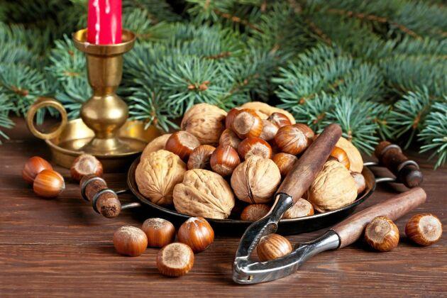 Valnötter är rika på omega 3 och hasselnötter på E-vitamin.
