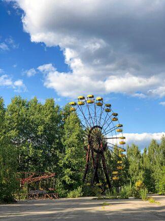 Karusellerna i den nu övergivna staden Pripyats nöjespark står kvar än i dag.