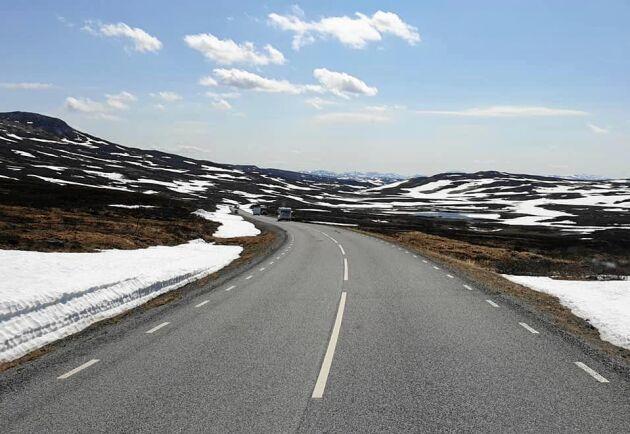 Vildmarksvägen den 6 juni 2019, fortfarande lite snö runtom.