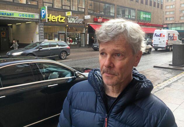 """""""Det här hade gått att lösa med två beslut: Att Skogsstyrelsen nekar avverkningstillstånd om det finns höga naturvärden och att de sedan tar beslut om biotopskydd för området"""", sa Anders Pettersson, vid uppvaktningen av Näringsdepartementet i Stockholm."""