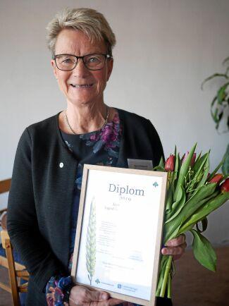 Monica och Håkan Lundgren, Övre Ådalen, fick silvernålar. De har bland annat utvecklat en mönstergård, som allmänheten varje år får besöka i samband med kosläpp. Monika var på plats och tog emot utmärkelsen.