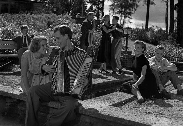 Dragspelet var dragplåster när ungdomarna roade sig på 1950-talet. En kille med takt och ton gick hem hos tjejerna.