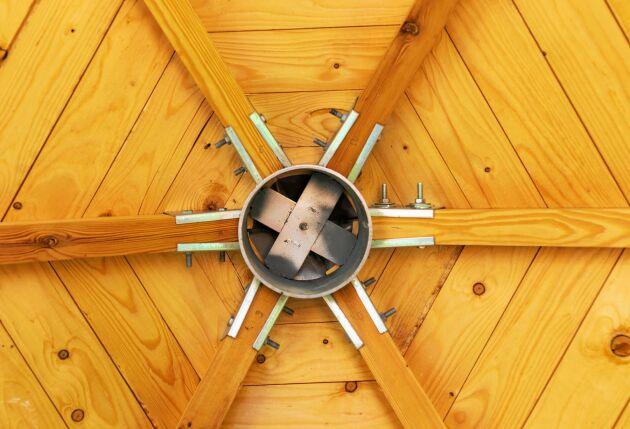 Tack vare det specialgjorda stålkrysset är taket självbärande.