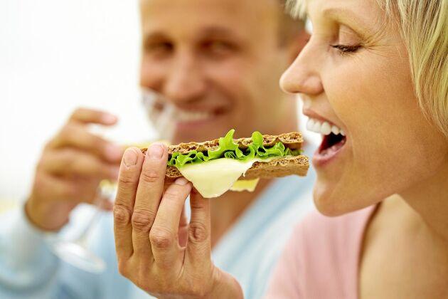 Skippa dieter. Mer hållbart är att äta vanlig mat du gillar och med mycket grönsaker och fullkorn.