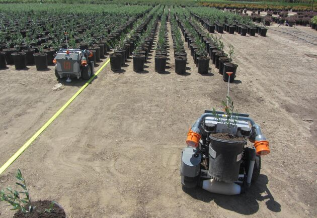 Skörderoboten kan exempelvis flytta krukor från växthuset till fältet.