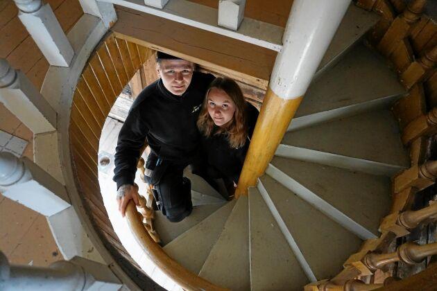 Trappan i huset fungerar, men behöver en upprustning. Felix Näsström och Felicia Berggren avser dock att komplettera med en till trappa.