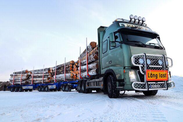 I Sverige har bland annat en 30 meter lång timmerbil testats