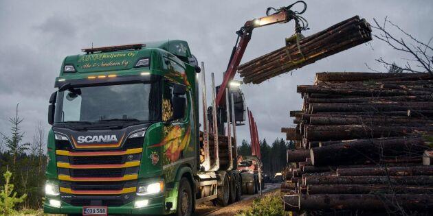 Volvo och Scania behåller greppet