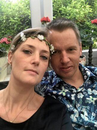 Rebecka Gustavsson och hennes man Urban älskar sitt hus på landet – om det inte vore för alla tvestjärtar.