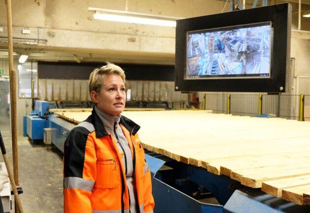 """""""Tufft men nödvändigt"""", säger Marlene Bergström om produktionsminskningen och varslen vid Malå-sågen."""